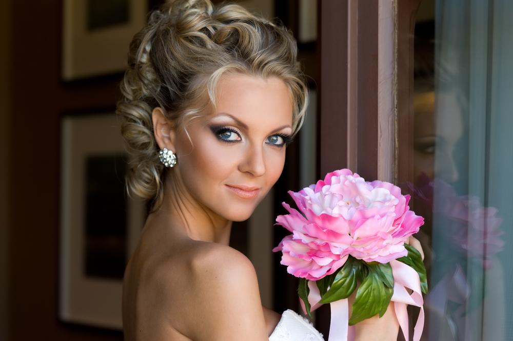 Свадебные прически без фаты фото на средние волосы